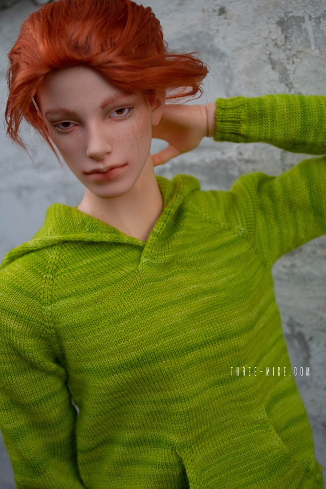 Handknitted apple-green hoodie for 70cm BJD boy